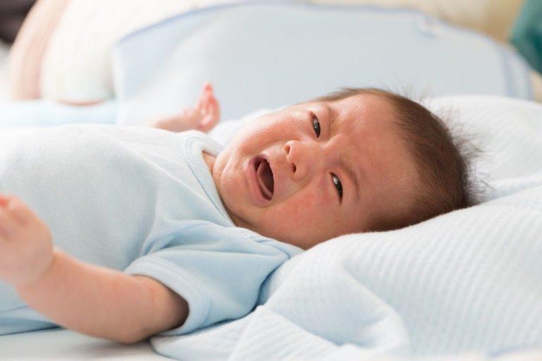 Baby schreien und weinen